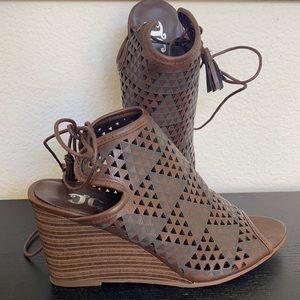 NWOT JG shoes-7 1/2